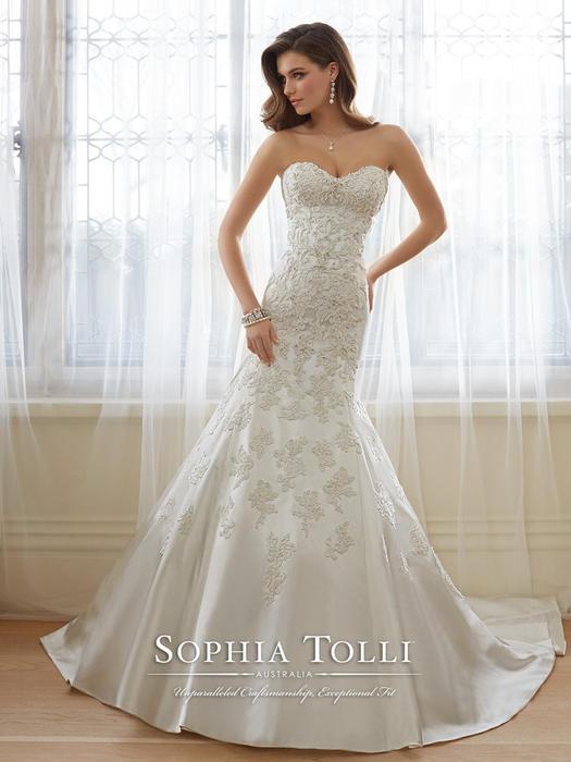 Reine - Sophia Tolli