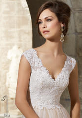 5368 Ivory/Nude detail